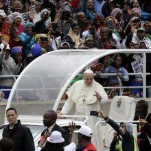 Popiežius lankėsi Mozambiko ligoninėje: atkreipė dėmesį į ŽIV ir AIDS