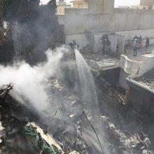 Pakistane po lėktuvo katastrofos rasta mažiausiai 40 kūnų <span style=color:red;>(atnaujinta)</span>