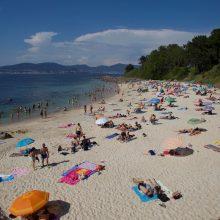 Ispanijoje nuo pirmadienio atidaromi baseinai, prekybos centrai, restoranai