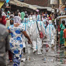 Indijoje mirčių nuo COVID-19 skaičius perkopė 20 tūkst.