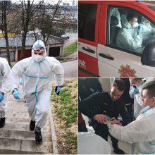COVID-19 pakeitė ir ugniagesių įprastą darbą: į pagalbą – su apsauginiais kostiumais