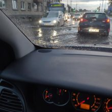 Patvinus gatvėms Klaipėdą paralyžiavo spūstys