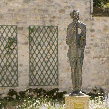 Prancūzijoje atidengta skulptūra lietuvių poetui ir diplomatui O. Milašiui