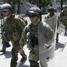JAV generalinis prokuroras: per riaušes Vašingtone nukentėjo per 100 policininkų