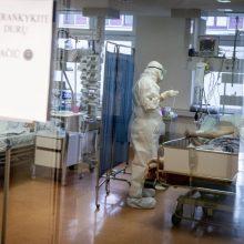 COVID-19 susirgusį vyrą pribloškė medikų žinia – kol stovi ant kojų, į ligoninę nepakliūsi