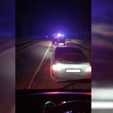 Kauno rajone pareigūnai ieško pabėgusio vairuotojo: pranešta, kad jis yra girtas
