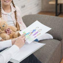 Vaikų ir paauglių psichiatrai  įpareigoti didesnį dėmesį skirti gydymui be vaistų