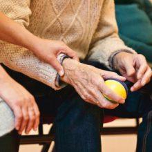 Ministerija žada, kad gydymo įstaigos bus labiau palankios senjorams