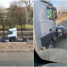 Baltijos prospekte – lengvojo ir sunkiasvorio automobilių avarija
