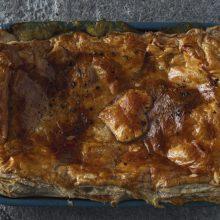 Šaltoms dienoms praskaidrinti – vištienos pyragas ir šveicariško morengo desertas