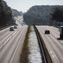 Kelininkai perspėja: ant kelių gali būti pažliugusio sniego