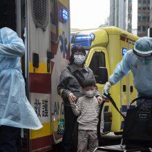 Kinija pranešė apie pirmąją naujo koronaviruso auką už protrūkio epicentro ribų