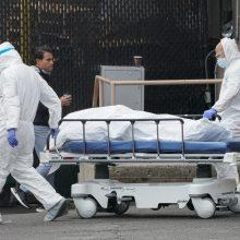 JAV – rekordinis koronaviruso aukų skaičius: per parą mirė beveik 1,5 tūkst. žmonių