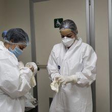 A. Veryga didelį medikų sergamumą koronavirusu sieja su nemokėjimu naudotis apsauga