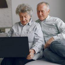 Padaugėjo vyresnio amžiaus žmonių, kurie naudojasi internetu