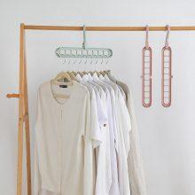 Kiekvienam drabužiui – atskiras pakabas: kodėl į tai verta atkreipti dėmesį?