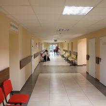 Dalis regioninių ligoninių atostogaujant medikams uždaro skyrius