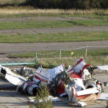 Tyrėjai Rusijoje apžiūrėjo sudužusio prezidento L. Kaczynskio lėktuvo nuolaužas