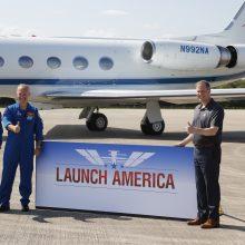 """NASA astronautai ruošiasi pirmajam skrydžiui """"SpaceX"""" erdvėlaiviu"""