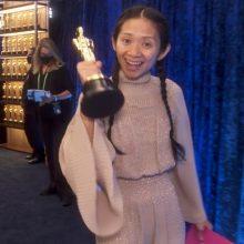 """Kinijoje cenzūruojamas """"Oskaruose"""" triumfavusios Ch. Zhao pasiekimas"""