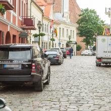 Po 18 val., norint rasti parkavimo vietą miesto centre ar Senamiestyje, gyventojams tenka sugaišti nemažai laiko.