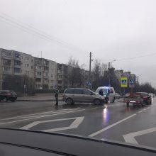 Kaune pasipylė avarijos, sužeistas žmogus išvežtas į ligoninę