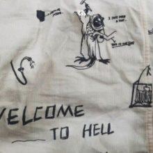Ant vaikų drabužių – užuominos apie rasinį smurtą ir dviprasmiški užrašai
