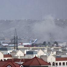 Kabule – du sprogimai: kompleksinė ataka pareikalavo JAV karių ir civilių aukų
