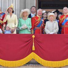 Britanijoje iškilmingai švenčiamas karalienės Elizabeth II oficialusis gimtadienis