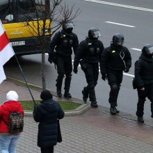 Baltarusijos protestuotojai išeina į gatves pasitelkę naują taktiką