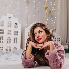 Vizažistė pataria: net ir namuose sutinkant Kalėdas nepamirškite raudono lūpdažio