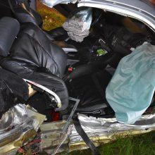 Prienuose – tragiška avarija: žuvo BMW keleivė, dar du žmonės sužaloti