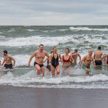 Uostamiesčio sveikuoliai turškėsi ledinėje jūroje