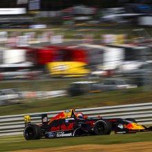 """""""Red Bull muilinių lenktynių"""" nugalėtojai sės už formulės vairo """"F1"""" trasoje"""