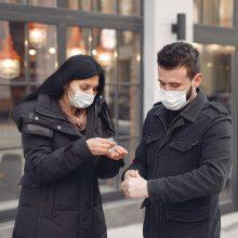 Lietuvoje – koronaviruso atvejų šuolis: COVID-19 diagnozę išgirdo 1585 žmonės, užgeso dar 15 gyvybių
