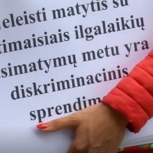 Nuteistųjų mylimosios surengė protestą: žada net bado akcijas