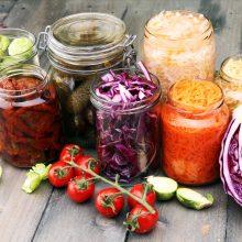 Konservuotos daržovių mišrainės – naudingos ir maistingos (receptai)