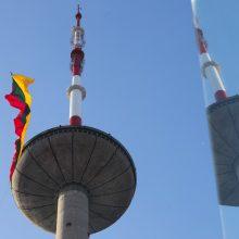 Vilniaus televizijos bokšte plazda didžiausia trispalvė