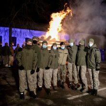 Karo akademijos teritorijoje kariūnai uždegė laužą – budėjimo ir kovos už laisvę simbolį