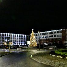 Naujosios Akmenės kalėdinė eglė suspindo žvaigždėmis
