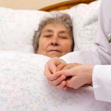 Didžiojoje Britanijoje dėl viruso pandemijos gali mirti 20 tūkst. onkologinių ligonių