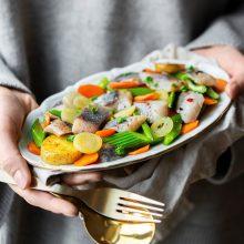 Lietuviai nuo lentynų šluoja silkes: šventiniam stalui – gurmaniškas receptas