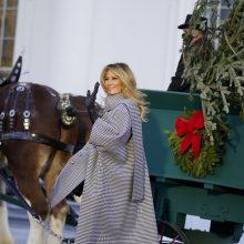 Baltuosiuose rūmuose rengiamasi Padėkos dienai ir Kalėdoms