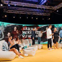 M. Vitulskis padainavo dainą apie savo žmoną Eriką