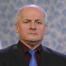 Čekijos prezidentas žada atleisti karantino suvaržymų nesilaikiusį sveikatos ministrą