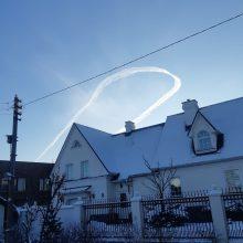 Dėl orlaivio viražų virš Kuršių marių – klaipėdiečių klausimai