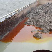 Vykdant Klaipėdos uosto gilinimo darbus į akvatoriją išsiliejo teršalai