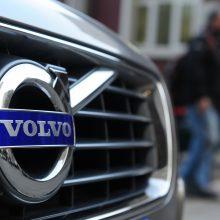 """Gyventojai griebiasi už galvų: pajūrio ilgapirščių taikinyje – """"Volvo"""" automobiliai"""