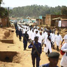 Atgijusi Ebolos epidemijos grėsmė: virusas kirto šalies sienas, pasiglemžė pirmąją auką