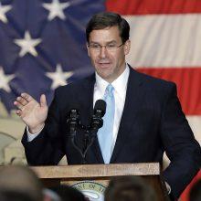 """Pentagono vadovas sukritikavo NATO """"dykaduones"""""""